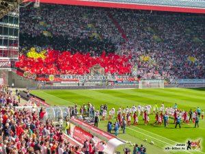 Über 10.000 VfB-Fans und eine hübsche Choreo. Bild © VfB-Bilder.de