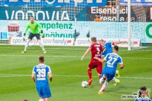 Simon Terodde hatte erneut kein leichtes Spiel. Wie die ganze Mannschaft. © VfB-Bilder.de