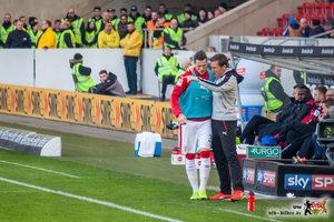 Daniel Ginczek: Aufmerksamer Zuhörer, aber hektisch vorm Tor. © VfB-Bilder.de