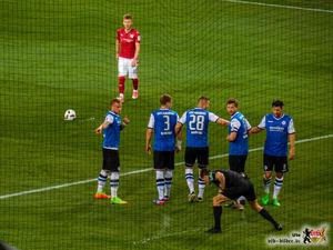 Alex Maxim beim Versuch eines weiteren Kunstschusses. Bild: © VfB-Bilder.de