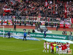 Mannschaft und Kurve erleichtert. Bild: © VfB-Bilder.de
