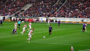 Anrennen, immer wieder: Das Rezept des VfB. Bild © Eric Späte