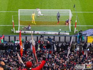 Und wieder liegt der Ball früh im Tor. Bild: © VfB-Bilder.de