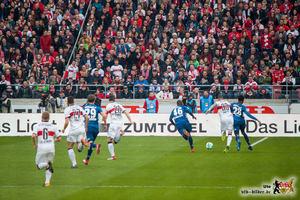 Eine von vielen Szenen, in denen Daniel Ginczek offensiv hängen blieb - um kurz darauf dennoch zu treffen. Bild: © VfB-Bilder.de