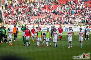 Die Mannschaft beim Auslaufen nach dem Auslaufen. Bild: © VfB-Bilder.de