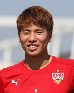 Takuma Asano läuft noch immer in Rot in der Bundesliga auf - jetzt allerdings in Hannover. Bild: © VfB-exklusiv
