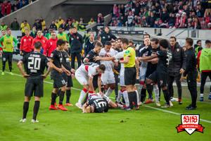 Nicht nur in dieser Szene zeigte der VfB, dass er sich die drei Punkte erkämpfen wollte. Bild: © VfB-Bilder.de