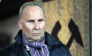 Beim Verein der gekreuzten Hämmer nicht unumstritten: Präsident Helge Leonhardt. © Bongarts/Getty