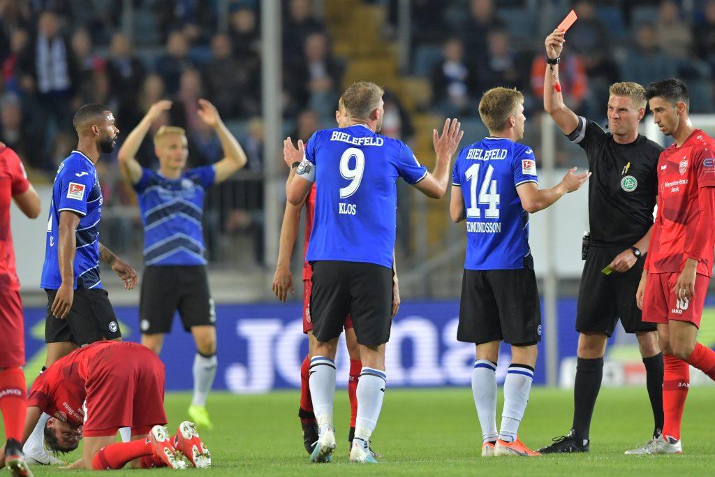Im Hinspiel stand Schiedsrichter Timo Gerach im Fokus. Der VfB gewann spät mit 1:0. © Getty/Bongarts