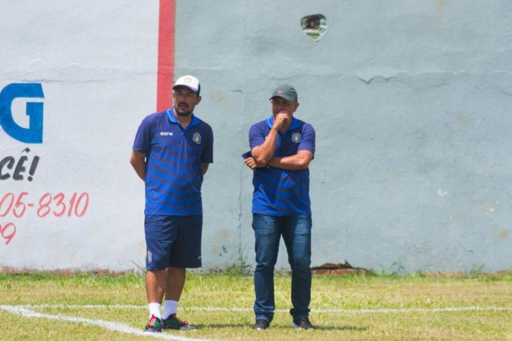 Adhemar (r.) als Jugendtrainer. © Adhemar privat