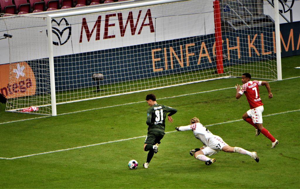 Teto Klimowicz schiebt seinen ersten Bundesliga-Treffer ein. Bild: © imago